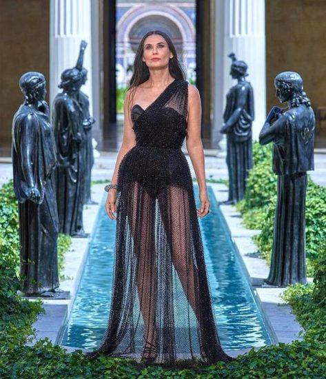 Сексуальное чёрное платье Деми Мур