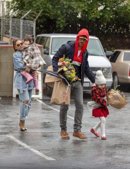 Ева Мендес с мужем и детьми