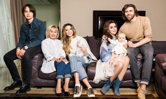Анастасия Заворотнюк с семьёй