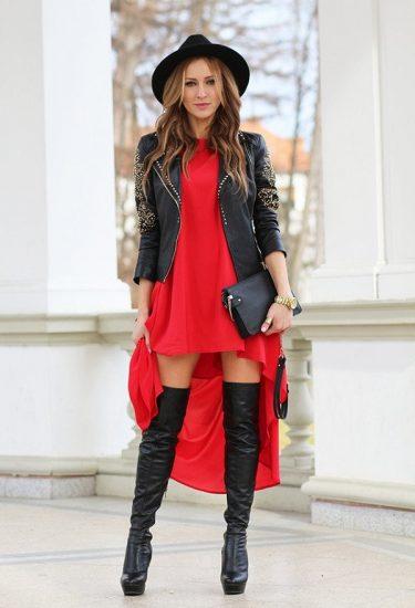 Девушка в платье и ботфортах