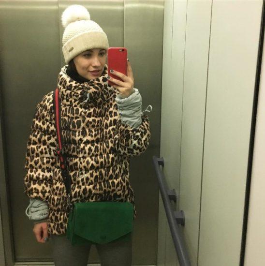 Виктория Дайнеко в пуховике