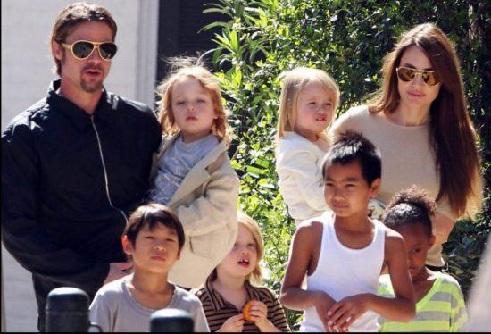 Анджелина Джоли с Брэдом Питом и детьми