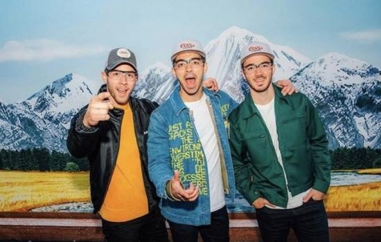 Джо с братьями
