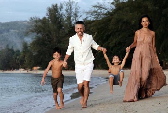 Тимур Родригез с детьми и женой Анной