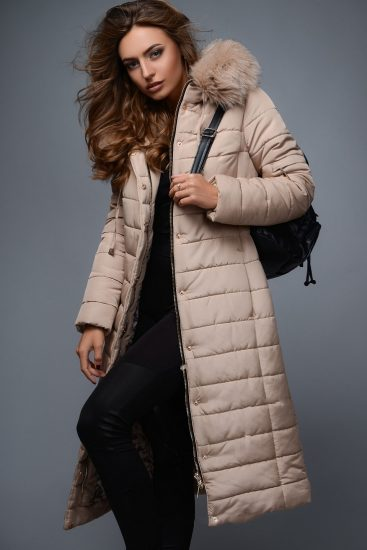 Девушка в зимней куртке