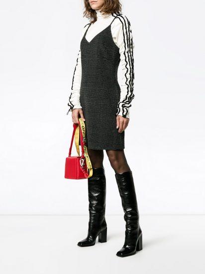 Образ с платьем без рукавов