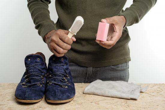 Читска замшевой мужской обуви