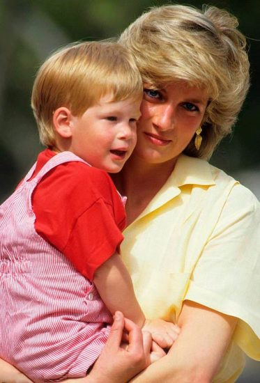 Принцесса Диана с принцем Гарри